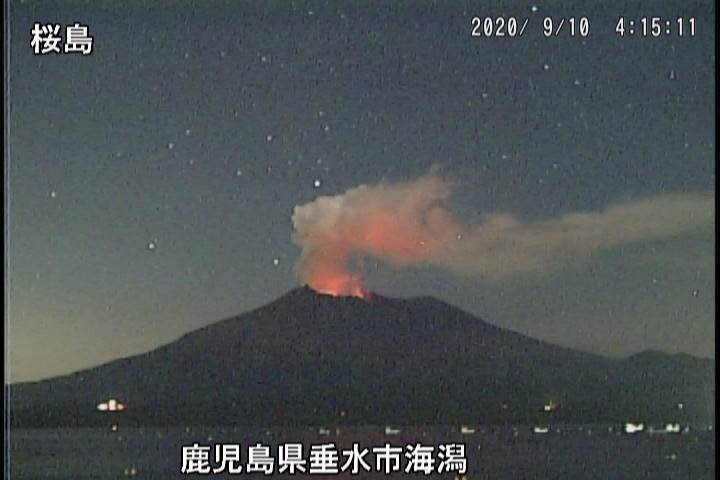 Glow and emissions of gas from Sakurajima volcano today (image: Sakurajima)