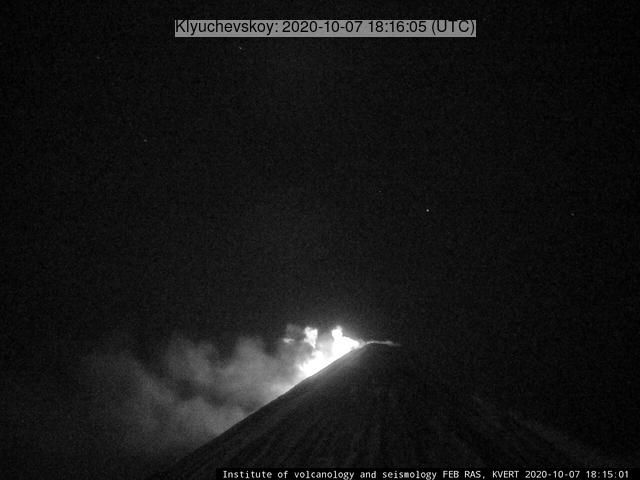 Glow from Klyuchevskoy volcano on 7 October (image: KVERT)