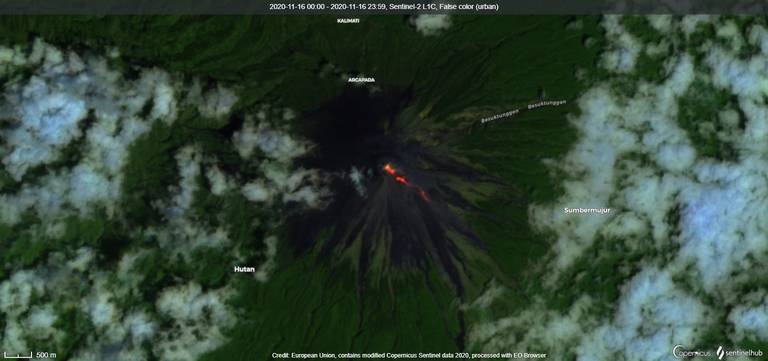 Continuing lava flows from Semeru volcano visible from satellite on 16 Nov (image: Sentinel 2)
