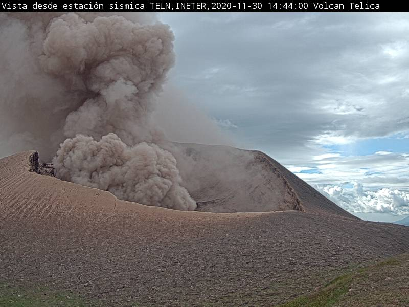 One of the series of explosions at Telica volcano yesterday (image: INETER)