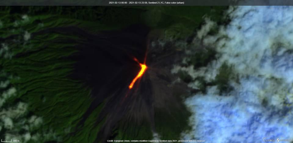 New effusive activity at Fuego volcano (image: Sentinel 2)