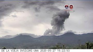 Phreatic eruption from Rincon de la Vieja volcano (image: OVSICORI)