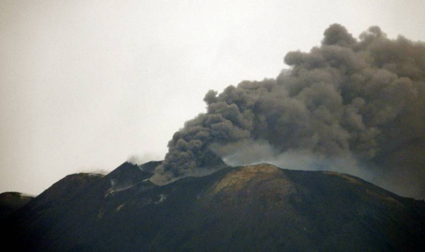 Eruption from Etna volcano on 19 May (image: INGV)