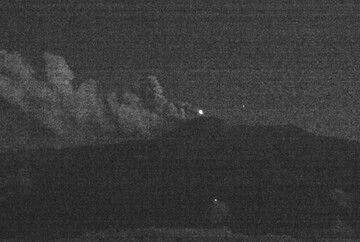 Glow from Etna volcano tonight (image: INGV)