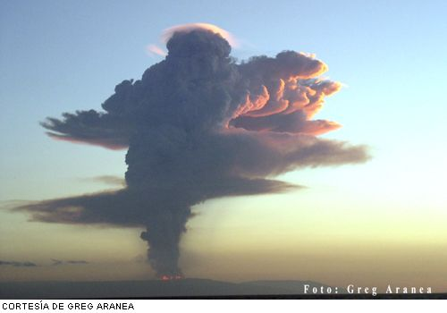 """Eruption plume of the opening phase of Sierra Negra volcano on 23 Oct. 2005 (photo: Greg Arancea, published on """"El Universo"""" newspaper)"""