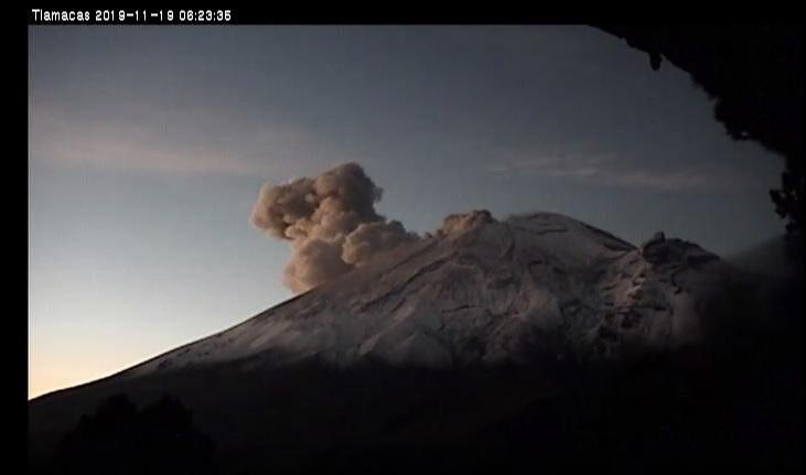 Popocatépetl´s explosion yesterday morning (image: CENAPRED)