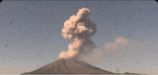 Explosive event from Sakurajima volcano yesterday (image: @DavidHe11952876/twitter)