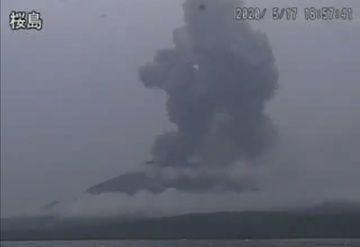 Ash plume from Sakurajima volcano yesterday (image: @VolcanoYTz/twitter)