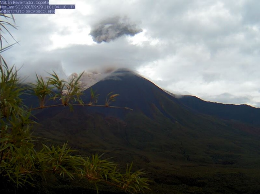 Pyroclastic flow from Reventador volcano yesterday (image: IGEPN)
