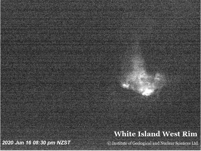 Glow visible at night from White Island volcano (image: GeoNet)
