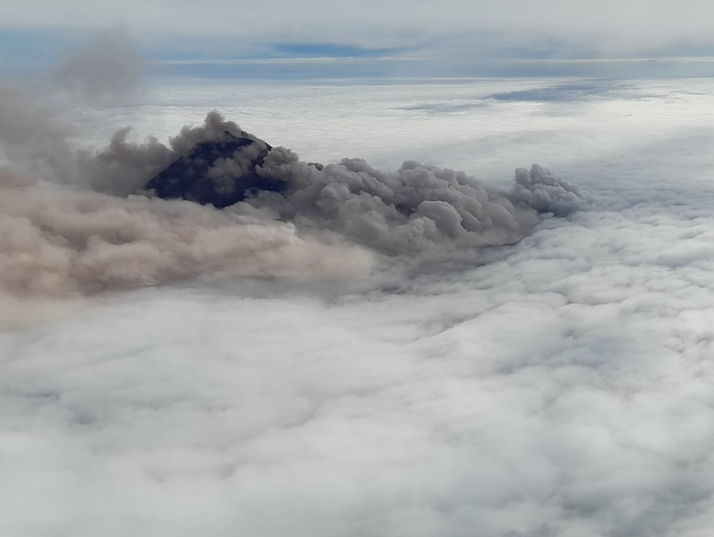 Pyroclastic flows from Sangay volcano captured from plane (image: IGEPN)
