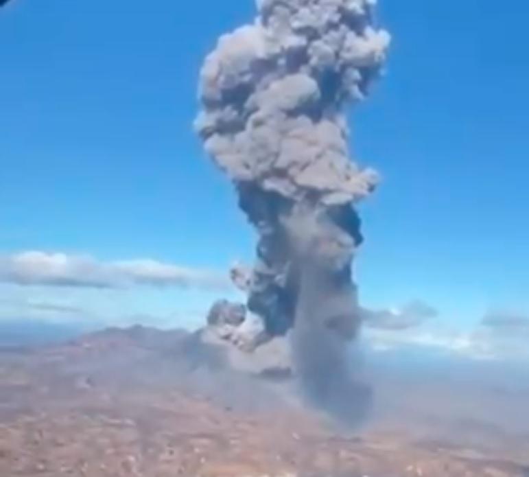 Strong vulcanian-type explosion at Karymsky volcano this week (image: @WeatherSarov1/twitter)