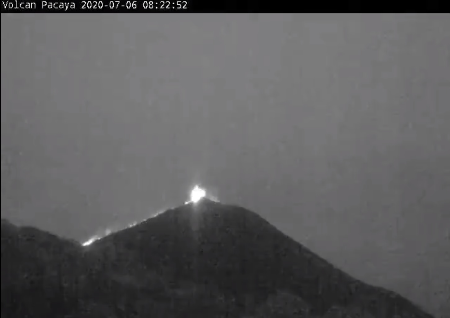 Lava flow from Pacaya volcano yesterday (image: INSIVUMEH)