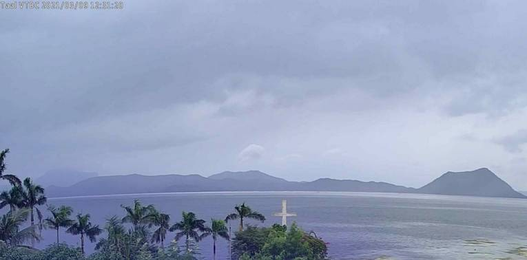 Webcam imagery of Taal volcano today (image: @NDRRMC_OpCen/twitter)