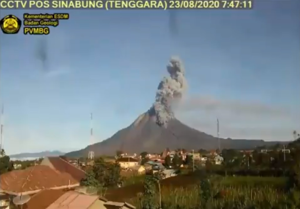 Explosion generated small pyroclastic flow this morning (image: PVMBG)