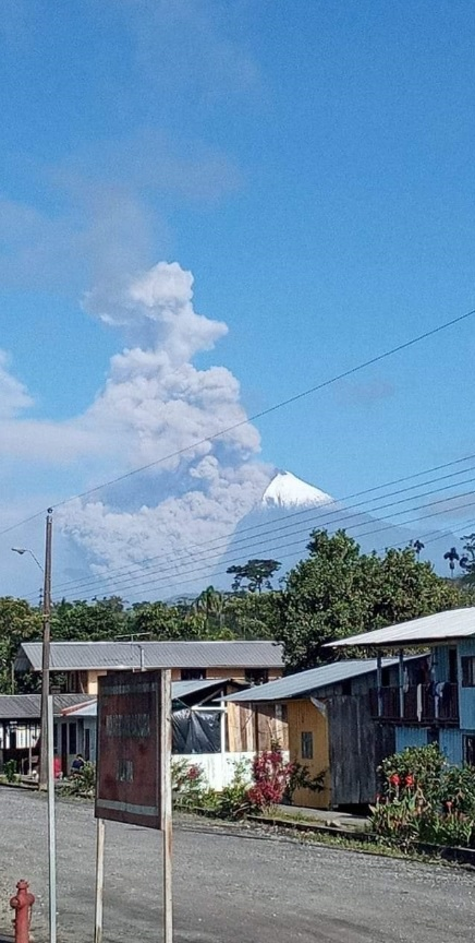 Pyroclastic flows from Sangay volcano yesterday (image: IGEPN)