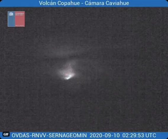 Incandescence from Copahue volcano crater on 10 September (image: SERNAGEOMIN)