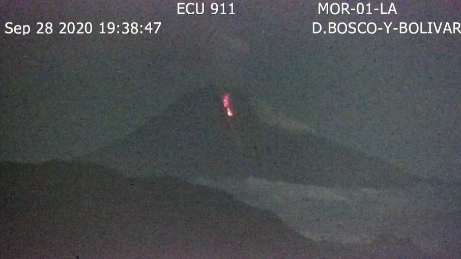 Incandescent avalanches from Sangay volcano (image: IGEPN)