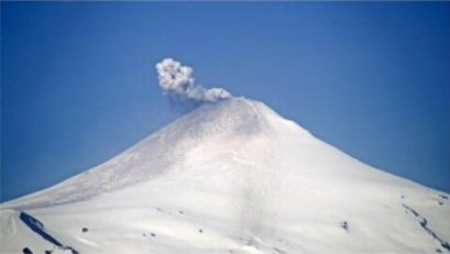 An ash plume with ash deposits from Villarica volcano on 23 October (image: @Sernageomin/twitter)