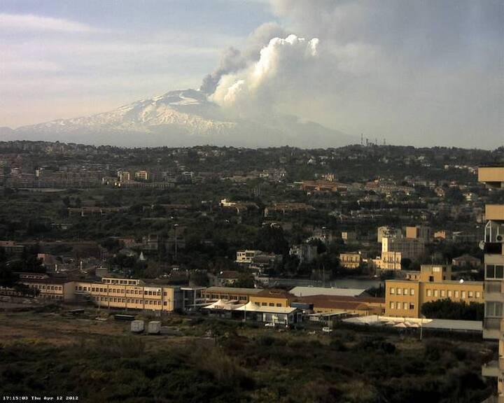 Tall eruption column seen from Catania