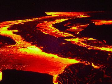 Night-time lava flow (1)