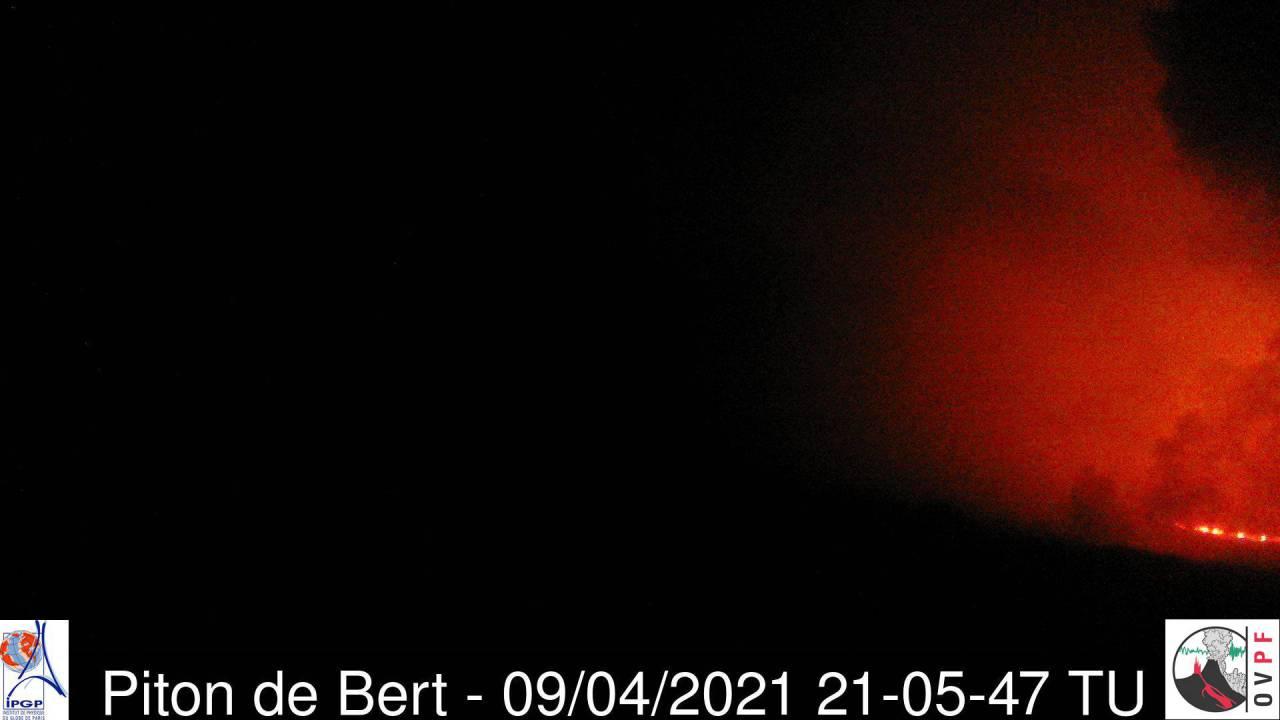 Partial view of the eruption of Piton de la Fournaise volcano this evening (image: OVPF webcam)