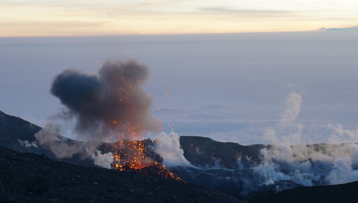 Strombolian eruption at Slamet volcano (West Java, Indonesia) on 26 Aug 2014 (photo: Aris Yanto)