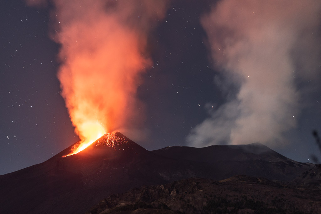 Strombolian activity at the New SE crater during the first phase early morning