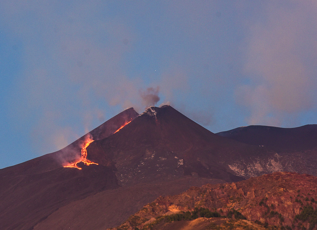 After the first surge of activity had ceased, the lava flow was still incandescent at dawn