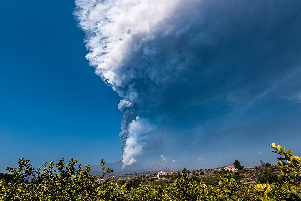 This morning's eruption column and ash plume from Etna's eruption, seen from the east near Giarre