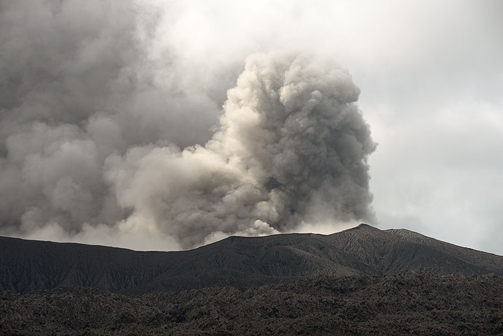 Ash plume from Dukono on 9 Nov 2014
