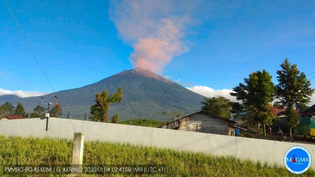 Ash emissions from Kerinci volcano on 4 January (image: PVMBG)