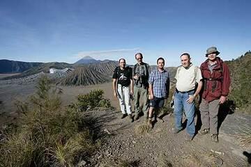 Group photo on the rim of the Tengger caldera (photo: S. Axford)