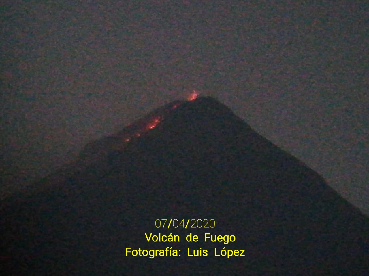 The lava flow associated with incandescence from Fuego volcano yesterday (image: @William_Chigna/twitter)