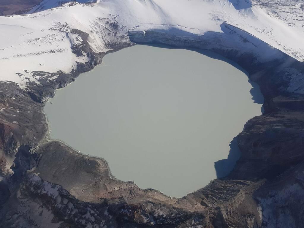 Crater Lake at Ruapehu volcano (image: @geonet/twitter)