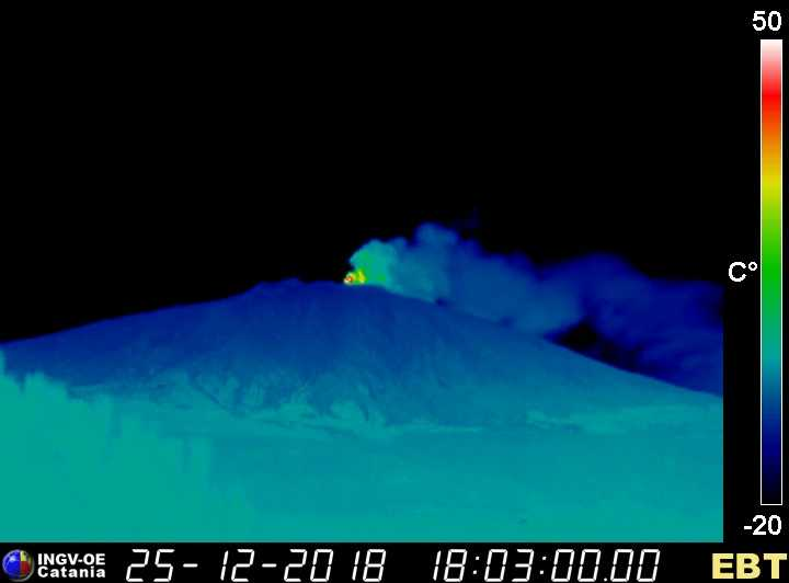 Thermal image of Etna this evening seen from the west (image: INGV thermal webcam in Bronte)