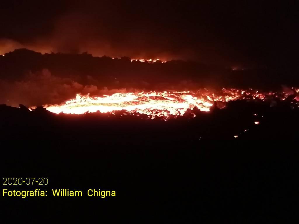 New lava flows from Pacaya volcano (image: @William_Chigna/twitter)