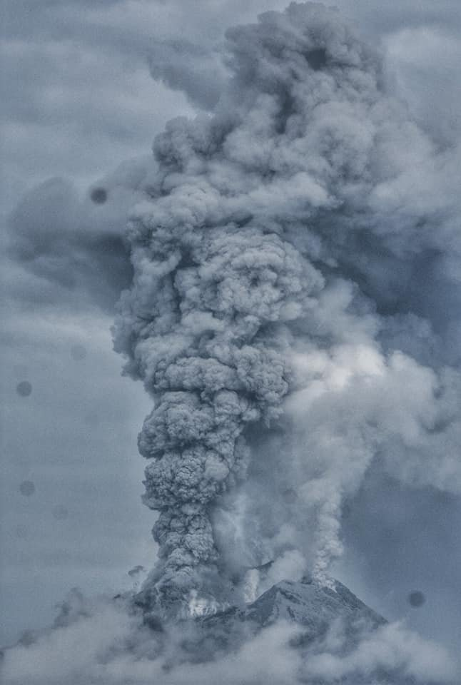 Dense dark ash plume from Sinabung volcano yesterday (image: @VolcanoJeannie/twitter)