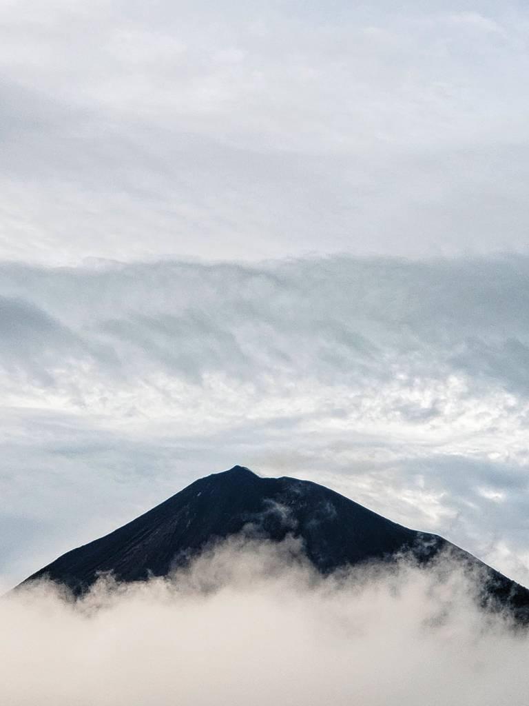 Pacaya volcano (image: @RonyAuyonP/twitter)