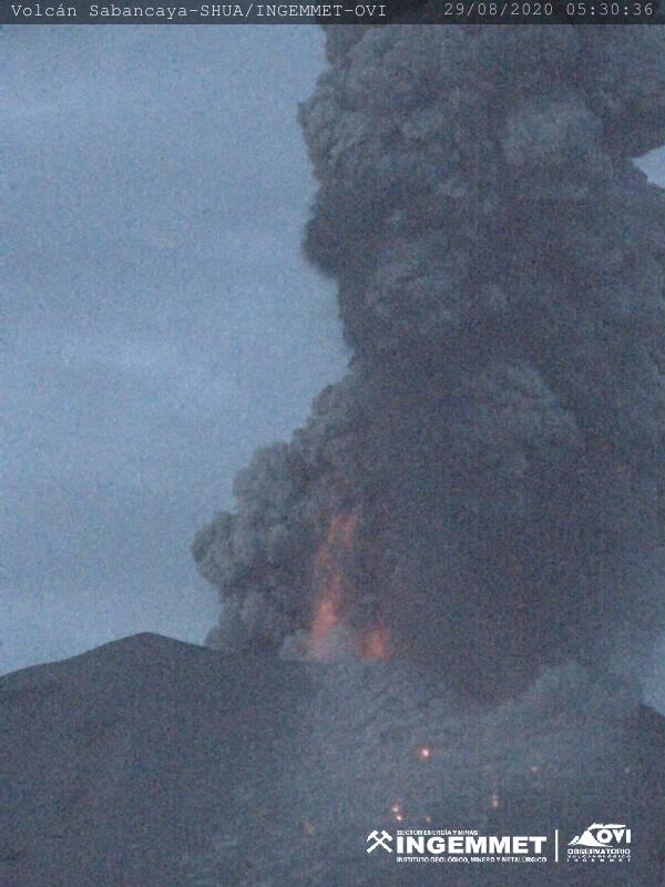 Dense dark ash plume with incandescent material from Sabancaya volcano yesterday image: INGEMMET)