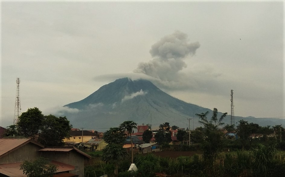 Eruption from Sinabung volcano this morning (image: PVMBG)