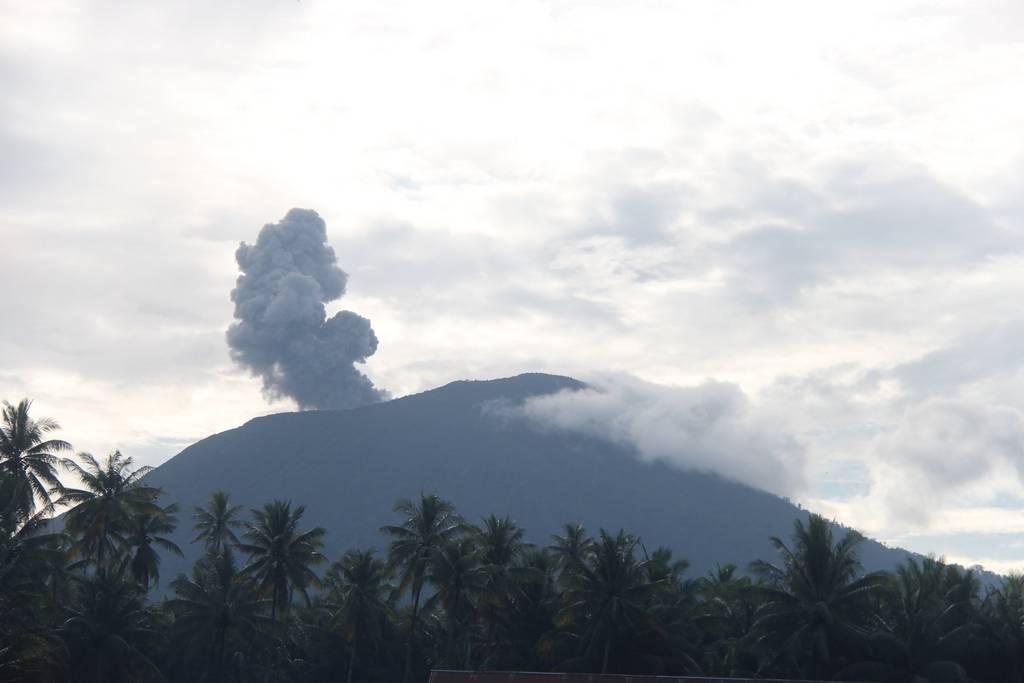 Vulcanian activity from Ibu volcano yesterday (image: PVMBG)