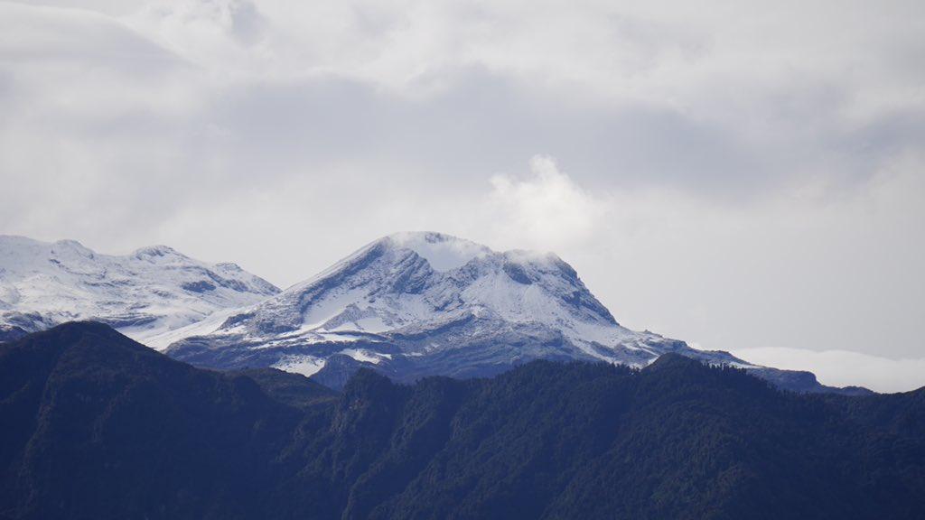Gas emissions from Nevado del Ruiz volcano yesterday (image: @Richitelli/twitter)