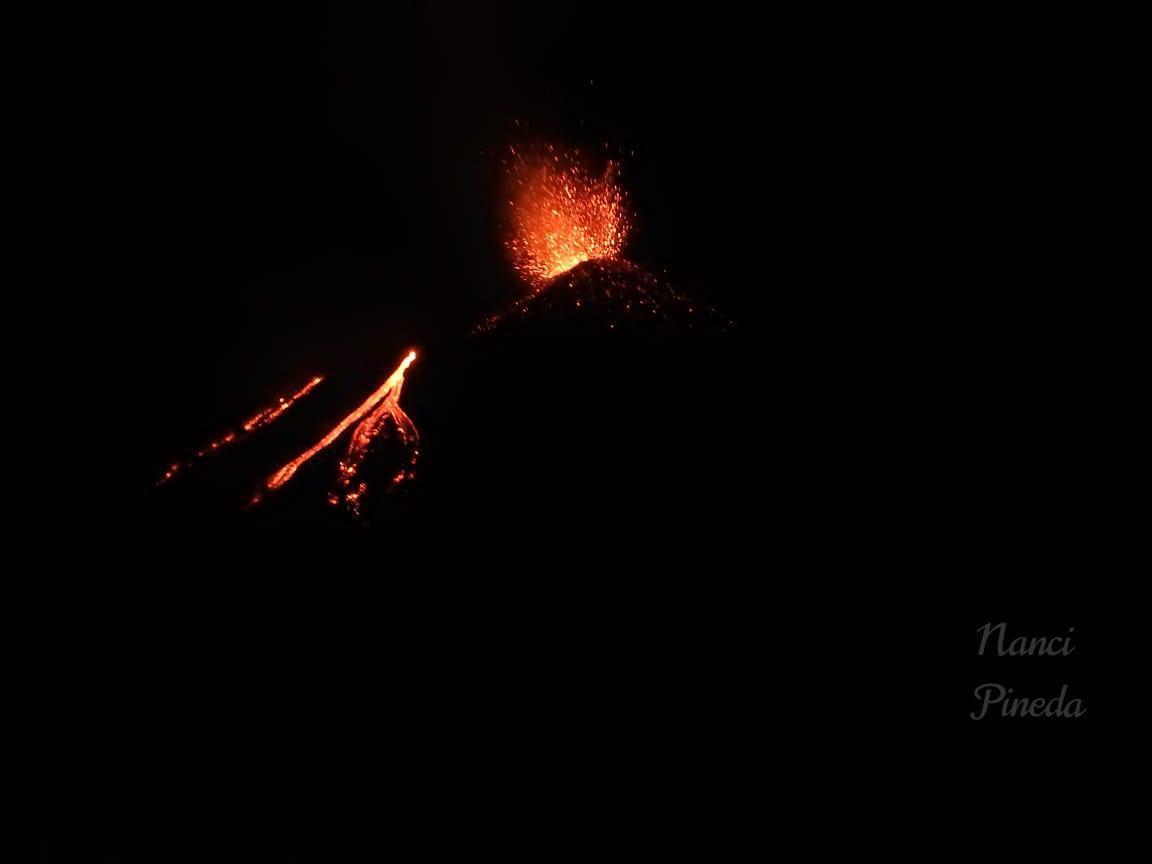 Strombolian activity at Pacaya volcano tonight (image: @ConredGuatemala/twitter)