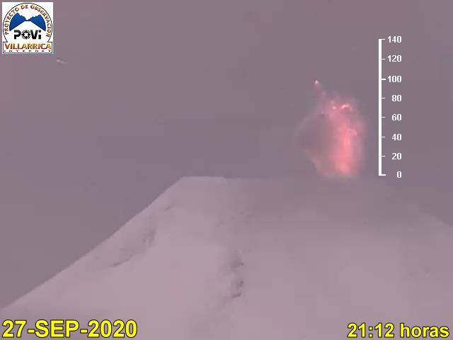 Glowing lava bombs from Villarrica volcano on 27 September (image: @povi_cl/twitter)