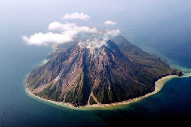 Kikai volcano (image: @EarthQuakesTime/twitter)