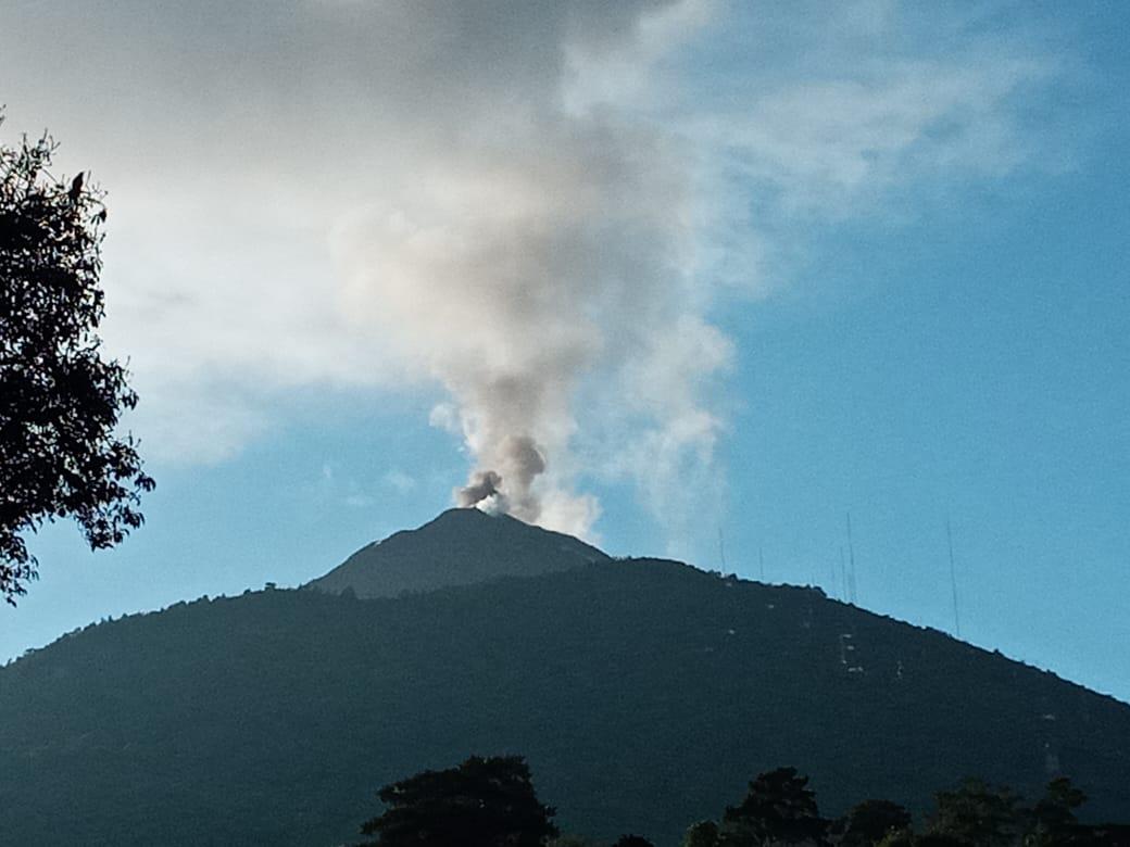 Ash emissions from Pacaya volcano on 8 November (image: @ConredGuatemala/twitter)