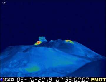 Thermal image of the same explosion (image: INGV thermal webcam)
