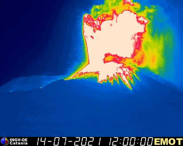 Thermal view of the lava fountain (image: INGV thermal webcam)
