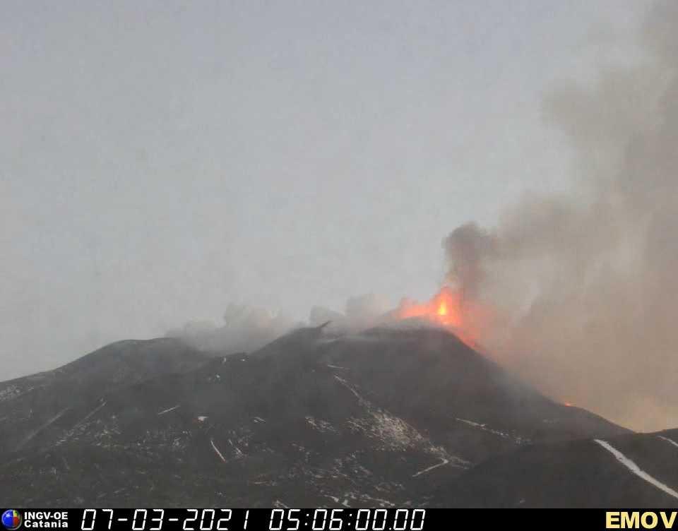 Intense strombolian activity at Etna's New SE crater (image: INGV webcam on Montagnola)
